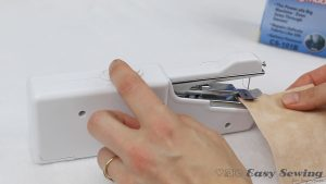 08-how-to-use-handheld-sewing-machine